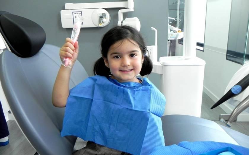 ¿Cuándo hacer la primera consulta con el odontólogo?