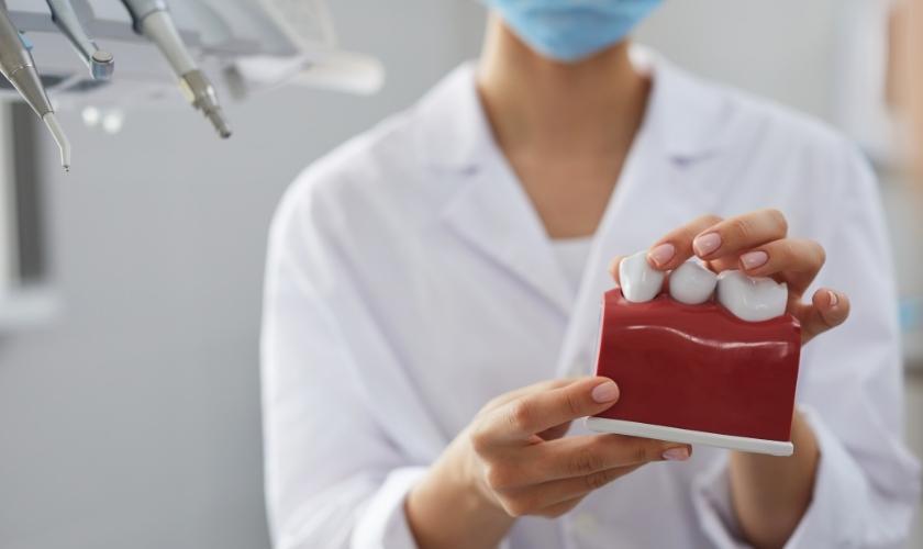 Dentista explica la posible relación existente entre la enfermedad periodontal y determinadas patologías sistémicas inflamatorias.